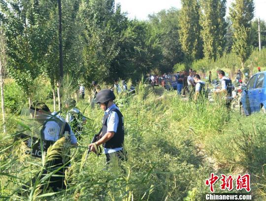 新疆吐鲁番托克逊开展围捕暴力恐怖分子实战演练