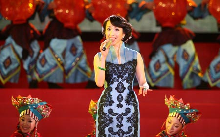 Tang Can sings at an event in Beijing, Jan. 16, 2011. (Photo/Xinhua)