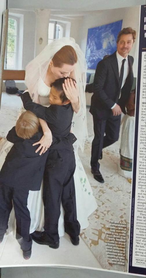 Pax Thiên và Knox ôm chầm Angelina