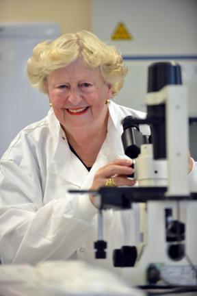 Nhà nghiên cứuDiana Anderson từTrường ĐH Bradford - người tham gia thực hiện nghiên cứu