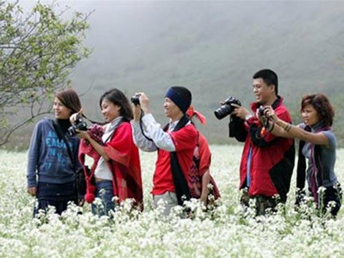 Ngày nay nhiều bạn trẻ chọn đi du lịch trong những ngày Tết thay vì về vê (Ảnh minh họa từinternet)