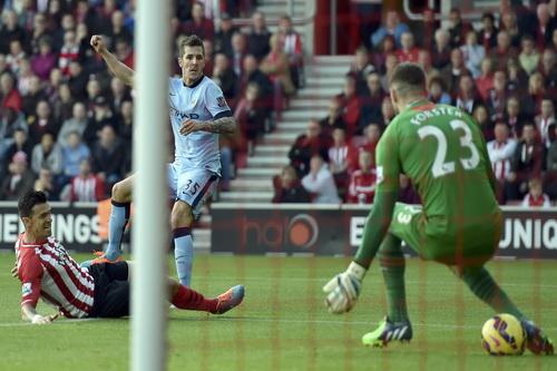 Southampton may mắn không thua ở tình huống dứt điểm của Jovetic
