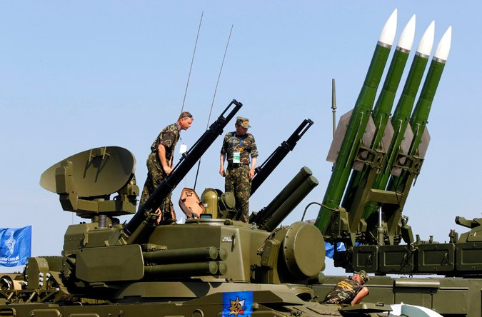 Hệ thống tên lửa của Nga - được cho tương tự hệ thống tên lửa bắn rơi máy bay MH17. Ảnh: EPA