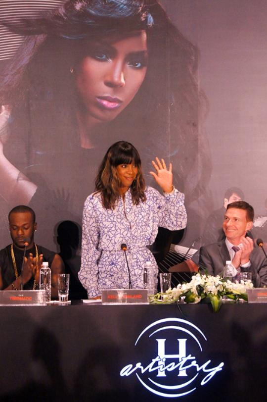 Nữ ca sĩ da màu Kelly Rowland tại Hà Nội