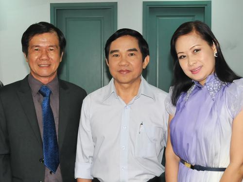 Thạc sĩ Huỳnh Khải, nhạc sĩ Kiều Tấn và bà Thùy Linh - bộ ba làm nên chương trình Giọt nắng phù sa của HTV.