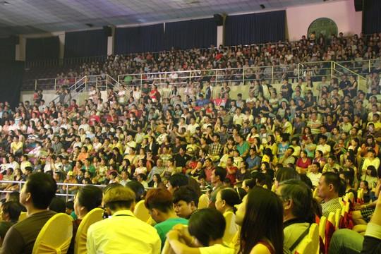 Khán giả phủ kín đêm liveshow của Ngọc Sơn