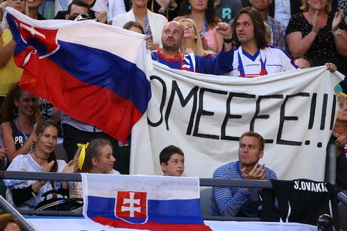 Đông đảo người hâm mộ dành sự cổ vũ cho Cibulkova