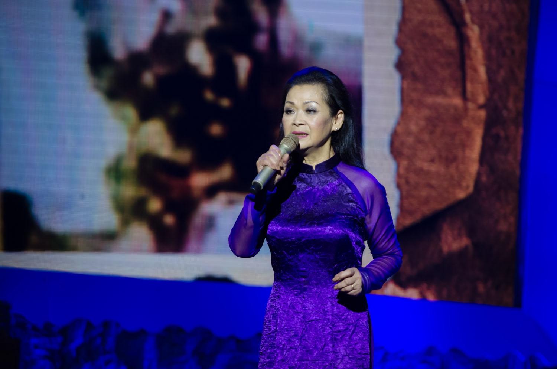 Trong đêm diễn thứ 2 tại Hà Nội, Khánh Ly còn thăng hoa hơn nhiều