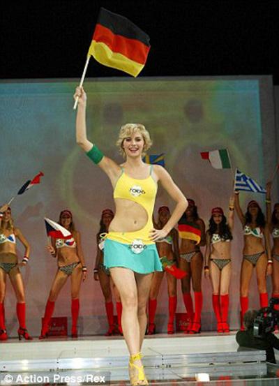 Đại chiến WAGs Đức - Argentina: Người đẹp Tango lép vế!