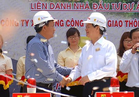 Thủ tướng biểu dương Bộ GTVT, tỉnh Bắc Kạn, tỉnh Thái Nguyên, chủ đầu tư và các đơn vị liên quan đã tích cực, khẩn trương chuẩn bị cho các dự án. Ảnh: VGP/Nhật Bắc