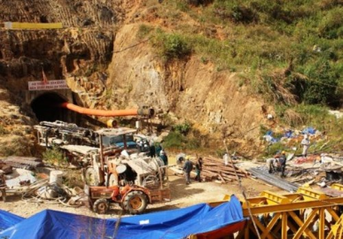 Vụ sập hầm thủy điện: Bạn đọc cầu nguyện, động viên kể cả hiến kế cứu các nạn nhân