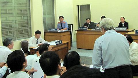 Phiên xử sơ thẩm vụ kiện giữa nguyên đơn là ông Lý và bị đơn là UBND TP HCM