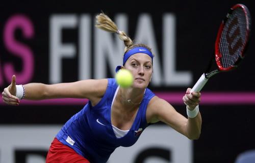 Kvitova quá mạnh mẽ trước Kerber ở trận đơn quyết định