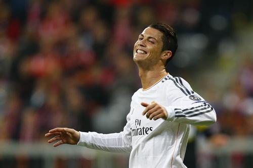 Ronaldo và nụ cười trẻ thơ sau khi lập kỷ luc ghi bàn ở Champions League