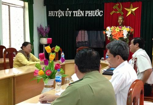 Ban Nội chính Tỉnh ủy Quảng Nam và các cơ quan chức năng trong buổi đối thoại bà H.