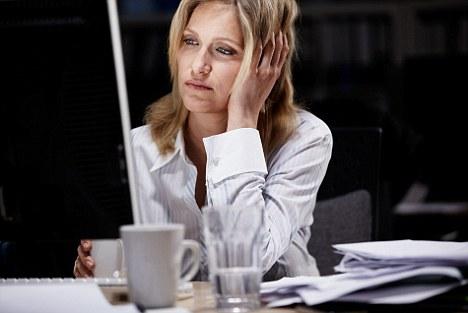 Công việc làm ca đêm có thể gây xáo trộ ở tim, thận, não - Ảnh minh họa: Daily Mail