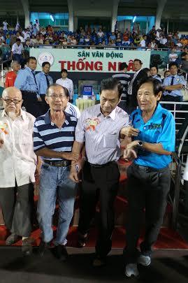 Ông Tam Lang trong buổi lễ quyên góp ủng hộ cựu danh thủ Việt NamẢnh: QUANG LIÊM