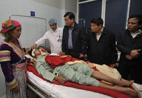Bộ trưởng Đinh La Thăng thăm hỏi các nạn nhân gặp nạn tại Lai Châu