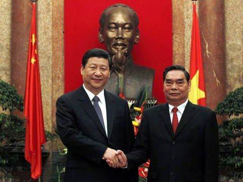 Thường trực Ban Bí thư Lê Hồng Anh đã có cuộc hội đàm với Chủ tịch Trung Quốc Tập Cận Bình tại Hà Nội tháng 12-2011, khi ông Tập Cận Bình thăm Việt Nam trên cương vị Phó Chủ tịch Trung Quốc. Ảnh: Reuters