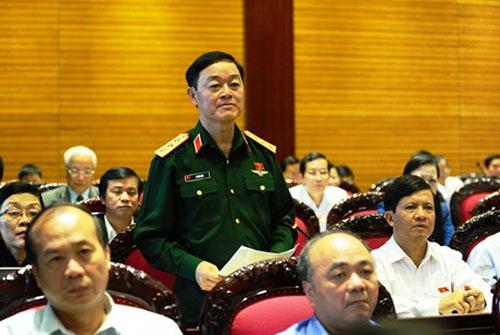 Thượng tướng Lê Hữu Đức, Thứ trưởng Bộ Quốc phòng, ĐB Quốc hội tỉnh Khánh Hòa phát biểu trên hội trường Quốc hội
