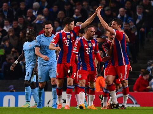 Lewandowski đưa Bayern vượt lên dẫn trước cuối hiệp một
