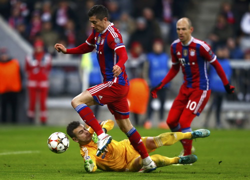 Lewandowski tấn công trước khung thành CSKA Moscow