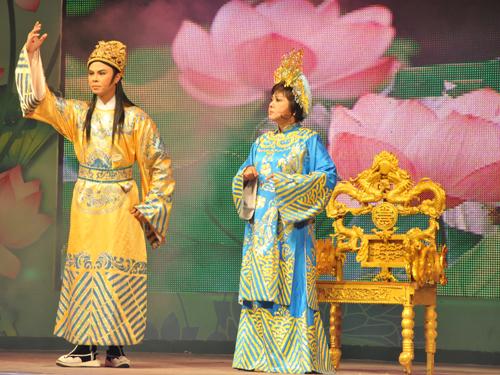 NS Võ Minh Lâm và NS Kiều Phượng Loan trong trích đoạn Tình mẹ