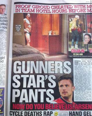 """Qua đêm với """"chân dài"""" trước trận thua Liverpool, Giroud bị kỷ luật"""