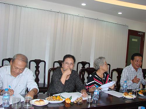 Từ trái qua: Nhạc sĩ Nguyễn Ngọc Thiện, biên kịch Dương Cẩm Thúy, đạo diễn - NSƯT Ca Lê Hồng, đạo diễn Võ Trọng Nam