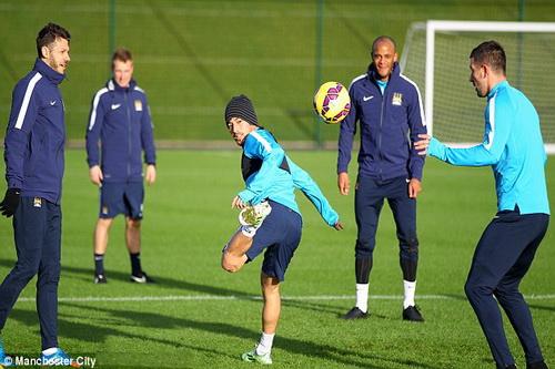 Man City tích cực tập luyện trước lượt đấu ngày Tặng quà