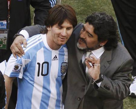 Messi và Maradona ở World Cup 2010