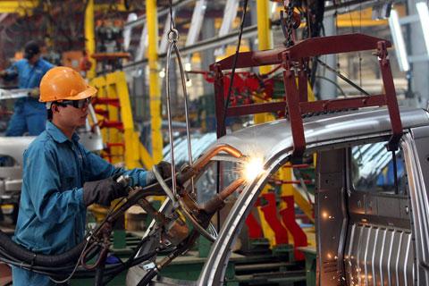 Về lâu dài, doanh nghiệp phải có trách nhiệm nâng cao tay nghề cho người lao động