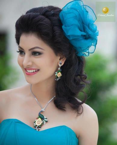 Đẹp như thiên thần nhưng Urvashi không đủ tuổi dự Miss Universe nên bị tước cả vương miện I Am She