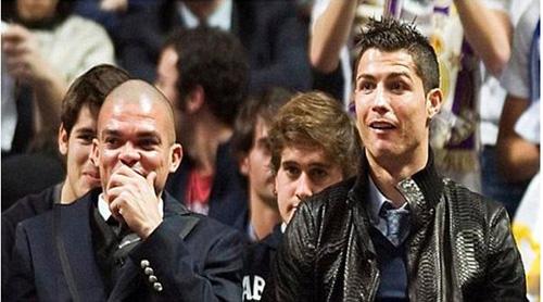 Pepe và Ronaldo cười đểu khi đội bóng định mua mình về sa sút phong độ