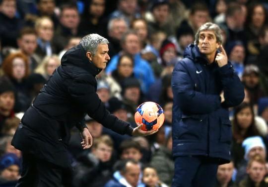 Ông Mourinho trong trận Chelsea thua Man City 0-2 ở FA Cup