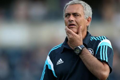 HLV Mourinho ưu tư với khởi đầu chậm chạp, thiếu thuyết phục của đội nhà