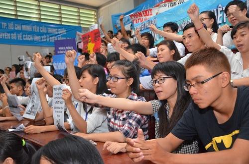 Mít tinh phản đối Trung Quốc xâm phạm chủ quyền Việt Nam. Ảnh: Tấn Thạnh