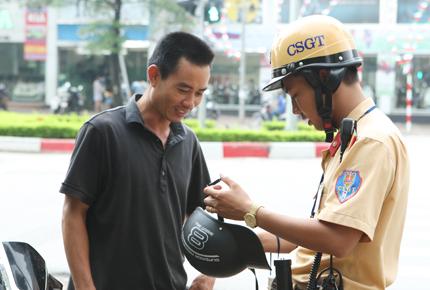 Người dân tại 4 thành phố gồm Hà Nội, TPHCM, Đà Nẵng, Cần Thơ sẽ được kiểm tra da đầu miễn phí và đổi mũ bảo hiểm đạt chuẩn thay thế cho mũ không đạt đang sử dụng.