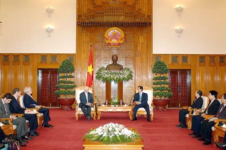 Thủ tướng Nguyễn Tấn Dũng khẳng định: Việt Nam coi trọng và mong muốn cùng với Mỹ tiếp tục nỗ lực phát triển sâu rộng hơn nữa quan hệ hợp tác giữa hai nước trên các lĩnh vực, vì lợi ích thiết thực và vì sự phát triển chung của cả Việt Nam và Mỹ. Ảnh: VGP/Nhật Bắc