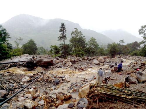 Tìm kiếm nạn nhân trong trận lũ quét trong sáng ngày 5-9-2013 tại thôn Can Hồ A, xã Bản Khoang, huyện Sa Pa, tỉnh Lào Cai