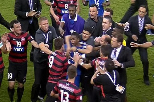 Sự cố diễn ra sau trận chung kết AFC Champions League 2014 (Spiranovic áo số 13)