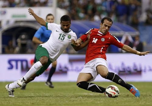 Al Shamrani (15) vẫn được thi đấu cho điội tuyển Saudi Arabia bất chấp án phạt
