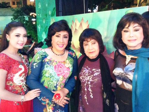 Bốn nữ nghệ sĩ rạng ngời trong chương trình Làn điệu phương Nam: NS Thy Trang, NSND Lệ Thủy, NSƯT Diệu Hiền, NS Kiều Phượng Loan