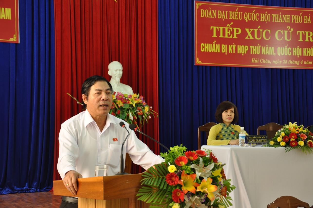 Ông Nguyễn Bá Thanh trong 1 lần tiếp xúc cử tri tại TP Đà Nẵng