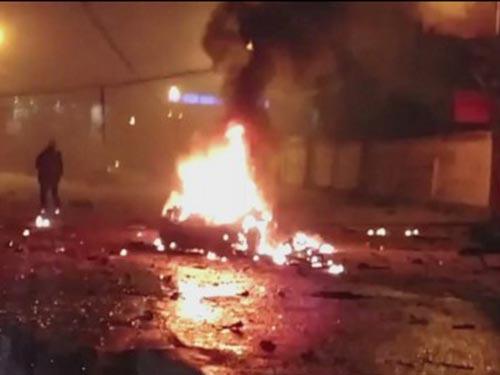 2 vụ nổ nhắm vào một nhà hàng ở Dagestan làm 16 người bị thương hôm 17-1 Ảnh: RUPTLY.TV
