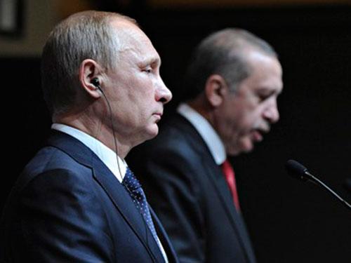 Tổng thống Nga Vladimir Putin và người đồng cấp Thổ Nhĩ Kỳ Recep Tayyip Erdogan tại cuộc họp báp ở Ankara hôm 1-12 Ảnh: Reuters