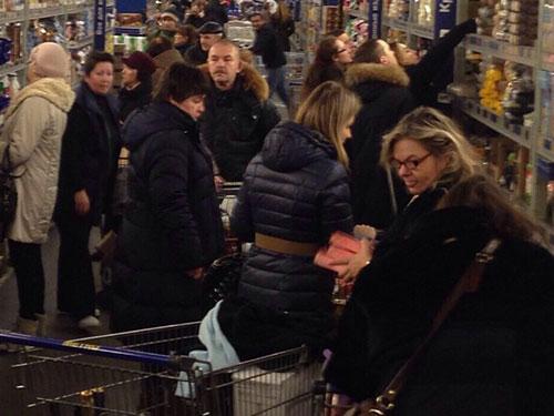 Nước Nga đã trở thành trung tâm mua sắm quốc tế sau khi đồng rúp giảm giá sâu so với các loại tiền tệ khác Ảnh: LIVE JOURNAL