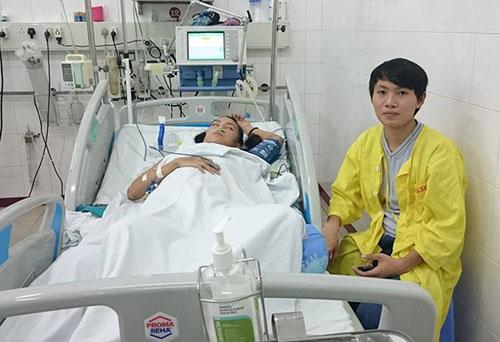 HCB ASIAD 2014 Nguyễn Thị Thật (phải) đang chăm sóc Thà tại khu đặc biệt. Ảnh: Võ Duy