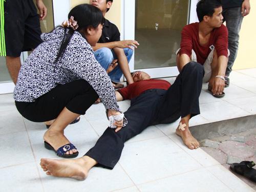 Người nhà bé Nguyễn Thị Hồng Nhung vô cùng đau buồn trước cái chết đột ngột của người thân