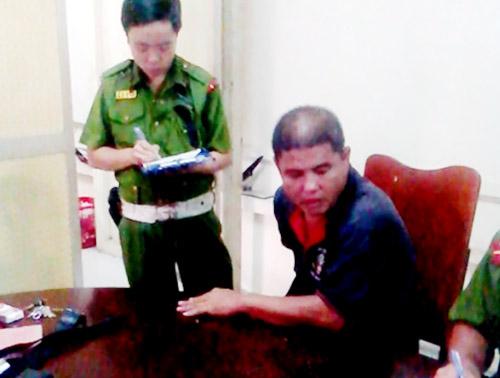 Đối tượng Nguyễn Ngọc Thông tại cơ quan công an vào chiều 25-9. Ảnh Cảnh sát 113 cung cấp.